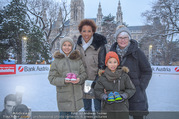 SuperFit Charity Eisstockschießen - Rathausplatz - Mi 21.02.2018 - Arabella KIESBAUER mit Kindern Nika und Neo und Mutter Hannelore7