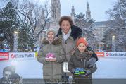 SuperFit Charity Eisstockschießen - Rathausplatz - Mi 21.02.2018 - Arabella KIESBAUER mit Kindern Nika und Neo und Mutter Hannelore8