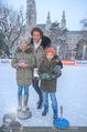 SuperFit Charity Eisstockschießen - Rathausplatz - Mi 21.02.2018 - Arabella KIESBAUER mit Kindern Nika und Neo9