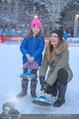 SuperFit Charity Eisstockschießen - Rathausplatz - Mi 21.02.2018 - Martina KAISER mit Tochter Kiana15