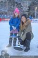 SuperFit Charity Eisstockschießen - Rathausplatz - Mi 21.02.2018 - Martina KAISER mit Tochter Kiana16
