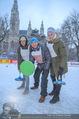 SuperFit Charity Eisstockschießen - Rathausplatz - Mi 21.02.2018 - Michael KONSEL mit S�hnen Valentin und Moritz18