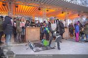 SuperFit Charity Eisstockschießen - Rathausplatz - Mi 21.02.2018 - Arabella KIESBAUER beim Eisstockschiessen35