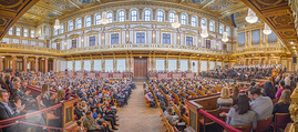 All for Autism Charity Konzert - Musikverein - So 04.03.2018 - Panoramafoto Goldener Musikvereinssaal, Publikum, Zuschauer, Neu54