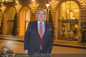26Bar Opening - Kempinski Hotel - Mi 07.03.2018 - Gerhard MITROVITS vor dem Hotel Kempinski32