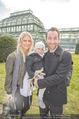 Lindt Goldhasensuche - Botanischer Garten Schönbrunn - So 25.03.2018 - Manuel und Kerstin ORTLECHNER mit Sohn Julian2