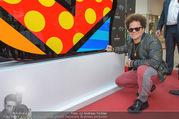 Romero Britto - Parndorf Fashion Outlet - Mi 04.04.2018 - Romero BRITTO bei seinem Kunstwerk56