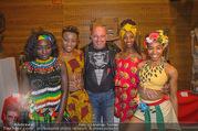 Afrika! Afrika! Premiere - Stadthalle - Do 12.04.2018 - Christoph F�LBL mit Afrika Girls8