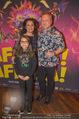 Afrika! Afrika! Premiere - Stadthalle - Do 12.04.2018 - Reinhard NOWAK mit Ehefrau Arzu, Kind Mina11