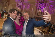 Dancer against Cancer - Hofburg - Sa 14.04.2018 - Manfred BAUMANN macht Selfie mit Graham WARDLE, Susan POSNICK144
