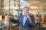 Al Banco Bar Opening - Erste Bank Campus - Di 24.04.2018 - Andreas TREICHL singt live38