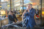 Al Banco Bar Opening - Erste Bank Campus - Di 24.04.2018 - Andreas TREICHL singt live45