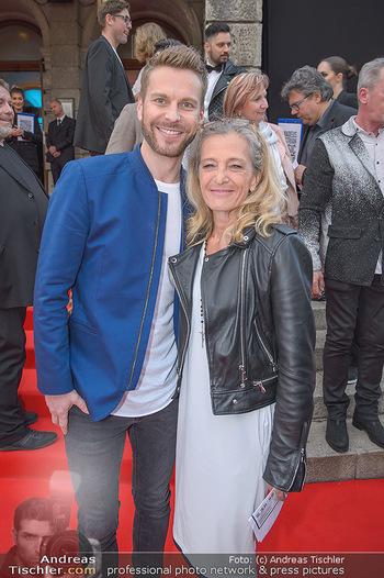 Amadeus Austria Music Awards 2018 - Volkstheater - Do 26.04.2018 - Christoph FEUERSTEIN, Kathrin ZECHNER24