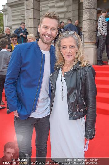 Amadeus Austria Music Awards 2018 - Volkstheater - Do 26.04.2018 - Christoph FEUERSTEIN, Kathrin ZECHNER25