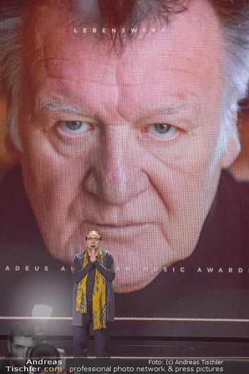 Amadeus Austria Music Awards 2018 - Volkstheater - Do 26.04.2018 - Rudi DOLEZAL ehrt WILFRIED f�r sein Lebenswerk posthum222