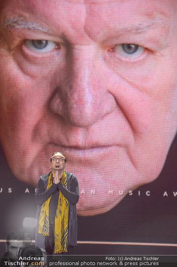 Amadeus Austria Music Awards 2018 - Volkstheater - Do 26.04.2018 - Rudi DOLEZAL ehrt WILFRIED f�r sein Lebenswerk posthum223