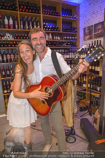 Andie Gabauer Videopräsentation - Favvas Gourmet Delicatessen - Do 03.05.2018 - Andie GABAUER mit Ehefrau Dagmar STEININGER9