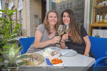 Andie Gabauer Videopräsentation - Favvas Gourmet Delicatessen - Do 03.05.2018 - Birgit DENK, Monika BALLWEIN10