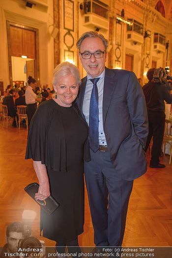 Trophee Gourmet - Hofburg - Do 03.05.2018 - Brigitte Gitti KREN mit Freund Christian39
