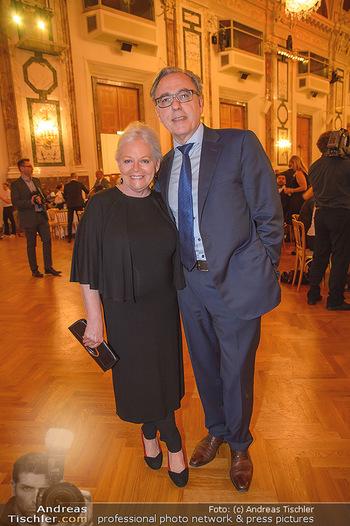 Trophee Gourmet - Hofburg - Do 03.05.2018 - Brigitte Gitti KREN mit Freund Christian40