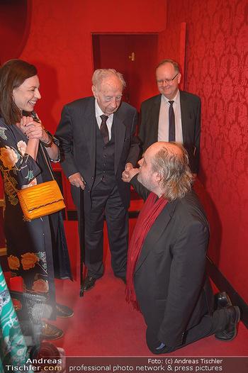 Premiere ´Der Gott des Gemetzels´ - Theater in der Josefstadt - Do 03.05.2018 - Elisabeth AUER, Paulus MANKER kniet vor KR Josef FRÖHLICH3