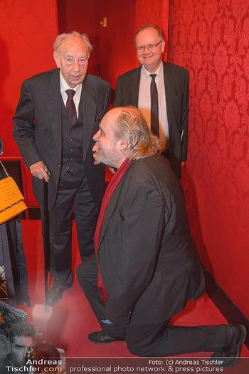 Premiere ´Der Gott des Gemetzels´ - Theater in der Josefstadt - Do 03.05.2018 - Paulus MANKER kniet vor KR Josef FRÖHLICH4
