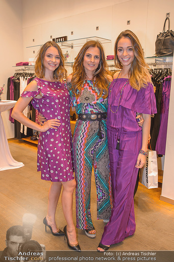 Bettina Assinger Kolletion - Jones Store - Di 08.05.2018 - Julia FURDEA, Bettina ASSINGER, Celine SCHRENK16