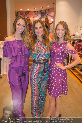 Bettina Assinger Kolletion - Jones Store - Di 08.05.2018 - Julia FURDEA, Bettina ASSINGER, Celine SCHRENK17