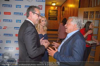 Gesund & Fit Award - Novomatic Forum - Di 15.05.2018 - Heinz-Christian STRACHE mit Ehefrau Philippa, Wolfgang FELLNER37