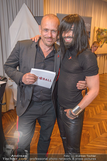 25 Jahre LifeBall PK - Hotel LeMeridien - Mi 16.05.2018 - Conchita (WURST), Gery KESZLER35