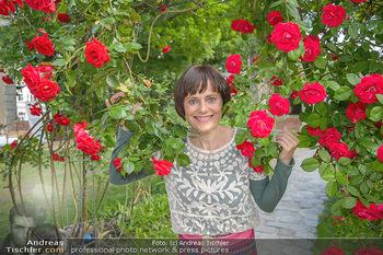 PK zu Rosenburg Festspielen - Deli Bluem - Mi 16.05.2018 - Nina BLUM (Portrait mit Rosen)6