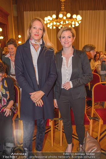 Goldenes Verdienstzeichen Verleihung - Rathaus Wien - Do 17.05.2018 - Eva DICHAND, Beate MEINL-REISINGER12