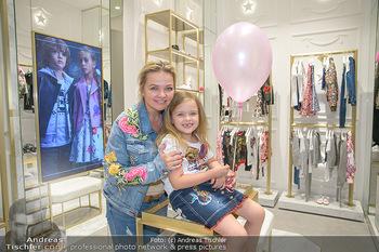 Store Innenarchitektur - Philipp Plein Kids Store - Do 24.05.2018 - Joanna mit Tochter Tamara MANN27