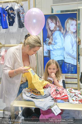 Store Innenarchitektur - Philipp Plein Kids Store - Do 24.05.2018 - Joanna mit Tochter Tamara MANN28