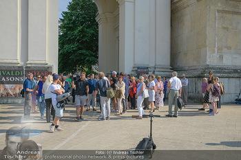 Flashmob Juan Diego Florez - Karlsplatz Wien - Mo 28.05.2018 - Teilnehmer des Flashmobs14