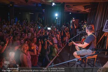 Andreas Gabalier Vergiss Mein nicht CD Präsentation - Palais Wertheim, Wien - Di 29.05.2018 - Andreas GABALIER mit Fans, Publikum, Konzert18