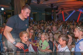 Andreas Gabalier Vergiss Mein nicht CD Präsentation - Palais Wertheim, Wien - Di 29.05.2018 - Andreas GABALIER macht Fotos mit Fans, Kinder, Selfies31