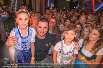 Andreas Gabalier Vergiss Mein nicht CD Präsentation - Palais Wertheim, Wien - Di 29.05.2018 - Andreas GABALIER macht Fotos mit Fans, Kinder, Selfies32