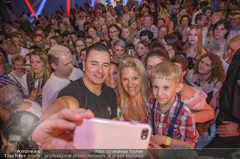 Andreas Gabalier Vergiss Mein nicht CD Präsentation - Palais Wertheim, Wien - Di 29.05.2018 - Andreas GABALIER macht Fotos mit Fans, Kinder, Selfies40