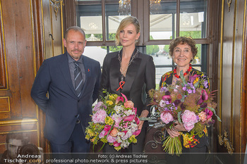 Crystal of hope an Charlize Theron - Kaiserpavillon Schönbrunn - Do 31.05.2018 - Charlize THERON, Gery KESZLER, Helene VAN DAMM1