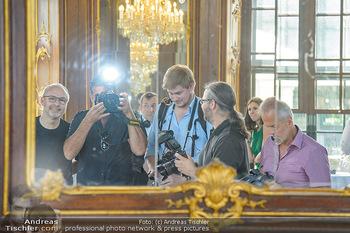 Crystal of hope an Charlize Theron - Kaiserpavillon Schönbrunn - Do 31.05.2018 - Fotografen im Spiegel3