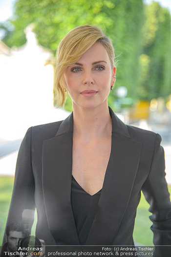 Crystal of hope an Charlize Theron - Kaiserpavillon Schönbrunn - Do 31.05.2018 - Charlize THERON (Portrait)22