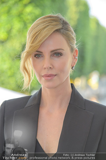 Crystal of hope an Charlize Theron - Kaiserpavillon Schönbrunn - Do 31.05.2018 - Charlize THERON (Portrait)24