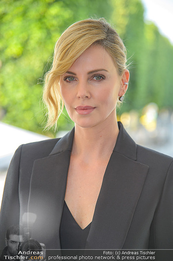Crystal of hope an Charlize Theron - Kaiserpavillon Schönbrunn - Do 31.05.2018 - Charlize THERON (Portrait)25