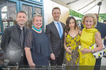 Crystal of hope an Charlize Theron - Kaiserpavillon Schönbrunn - Do 31.05.2018 - Beate HARTINGER-KLEIN mit Ehemann Andreas, Gernot BL�MEL, Clivi42