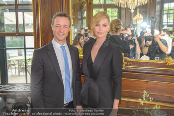 Crystal of hope an Charlize Theron - Kaiserpavillon Schönbrunn - Do 31.05.2018 - Gernot BLÜMEL, Charlize THERON55
