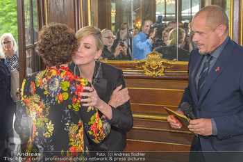 Crystal of hope an Charlize Theron - Kaiserpavillon Schönbrunn - Do 31.05.2018 - Charlize THERON, Gery KESZLER, Helene VAN DAMM66