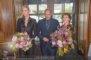 Crystal of hope an Charlize Theron - Kaiserpavillon Schönbrunn - Do 31.05.2018 - Charlize THERON, Gery KESZLER, Helene VAN DAMM68