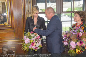 Crystal of hope an Charlize Theron - Kaiserpavillon Schönbrunn - Do 31.05.2018 - Charlize THERON, Gery KESZLER, Helene VAN DAMM69