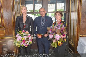 Crystal of hope an Charlize Theron - Kaiserpavillon Schönbrunn - Do 31.05.2018 - Charlize THERON, Gery KESZLER, Helene VAN DAMM70